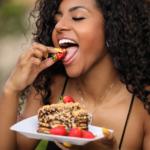 Ex-atriz da Globo arrebata seguidores copiando pratos exóticos do mundo  Atuando como Chef de Cozinha, Carolinne Oliveira aposta em novo canal no  Youtube