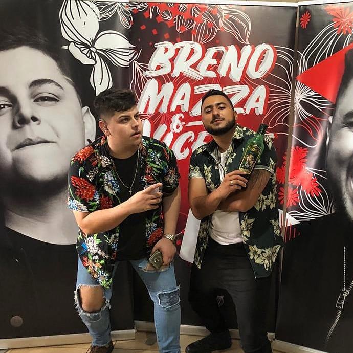 Breno Mazza & Vicente são atração no Mademoiselle Lounge Bar, em Guaratinguetá, nesta sexta-feira