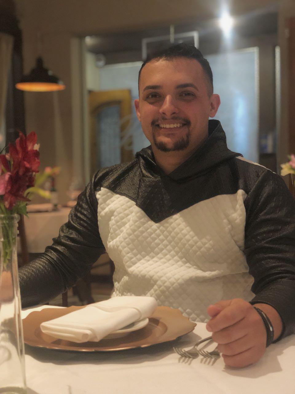 Restaurante francês prepara noite temática para Dia dos Namorados em São José dos Campos