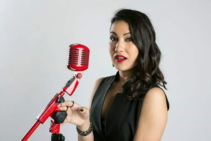 Ex-The Voice Brasil, Jennifer Rocha se apresenta no CenterVale Shopping